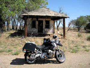 Abandoned building in GlenRio texas with my 2011 R1200GS